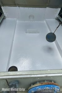 Water cooling tower with Moist Metal Grip after application