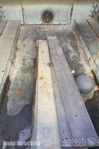 Water cooling tower with Moist Metal Grip before application
